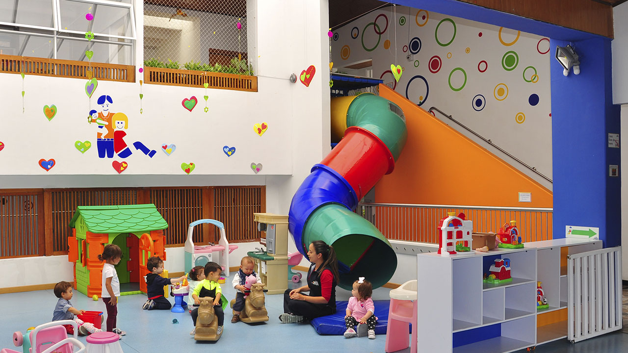 Centro Infantil Blanco y Negro