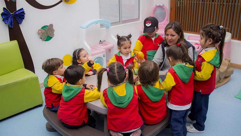 ¿Quieres ver crecer a tus hijos felices? - Jardín Infantil Blanco y Negro