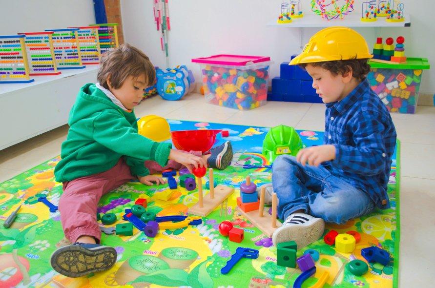 Taller-Robots-kids-Jadin-infantil-Hilos-de-Colores