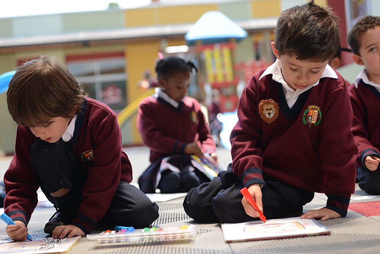 Niños jugando del Colegio Bilingue Hispanoamericano Conde Ansurez