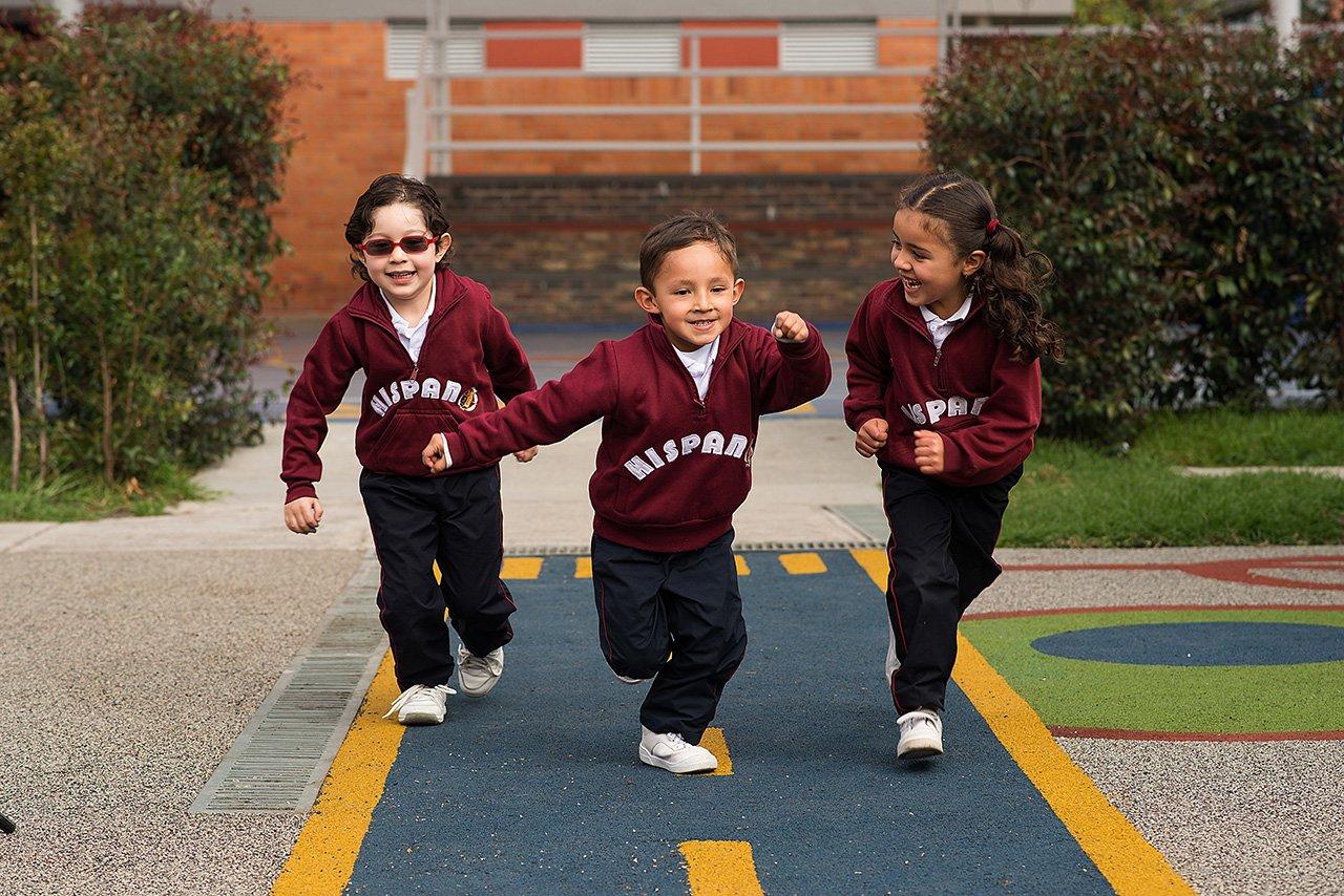 Niños corriendo del Colegio Bilingue Hispanoamericano Conde Ansurez