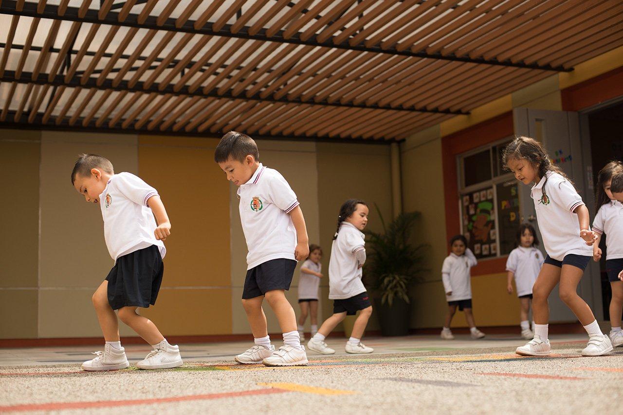 Clase de educación física del Colegio Bilingue Hispanoamericano Conde Ansurez