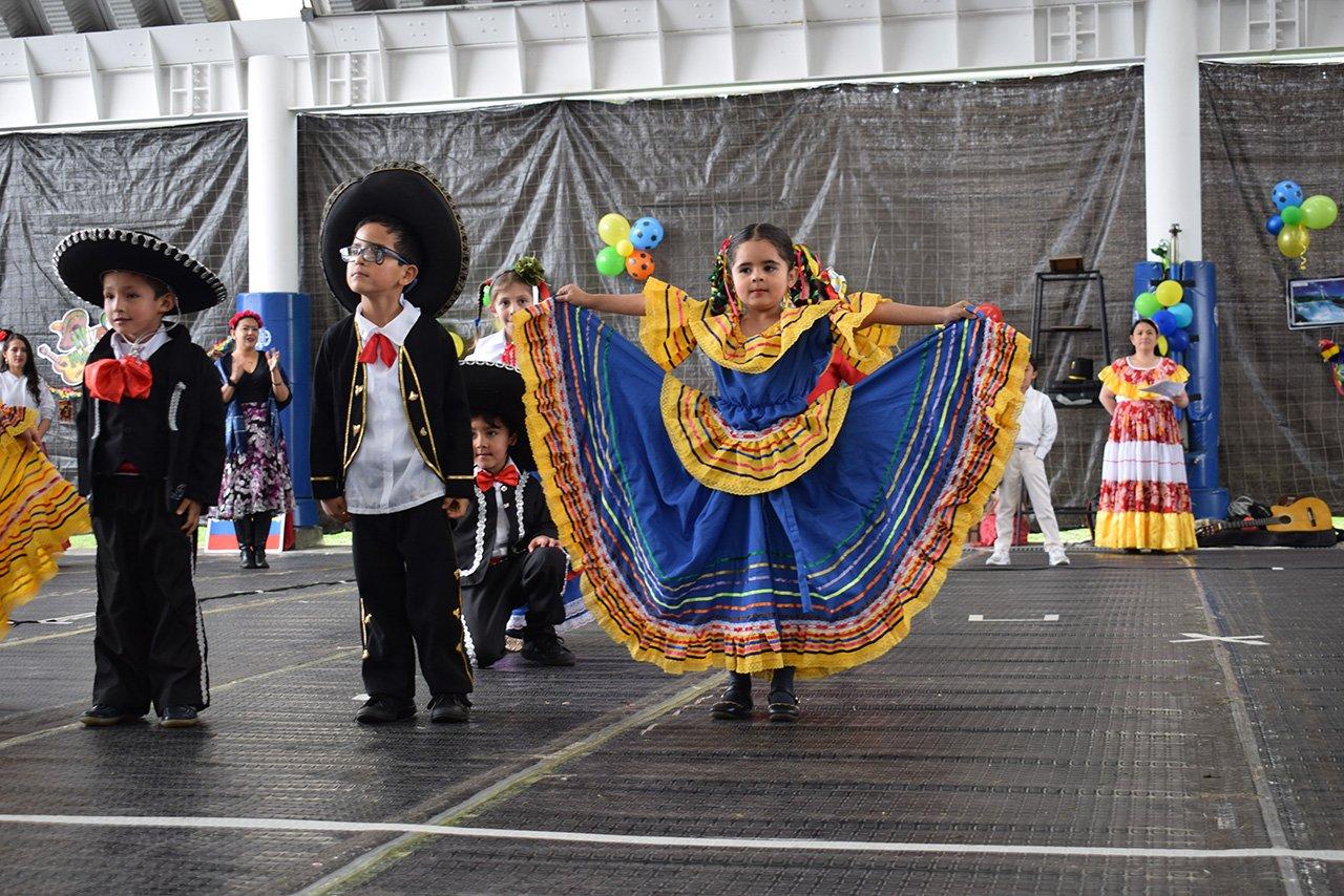 Bailes del Colegio Bilingue Hispanoamericano Conde Ansurez