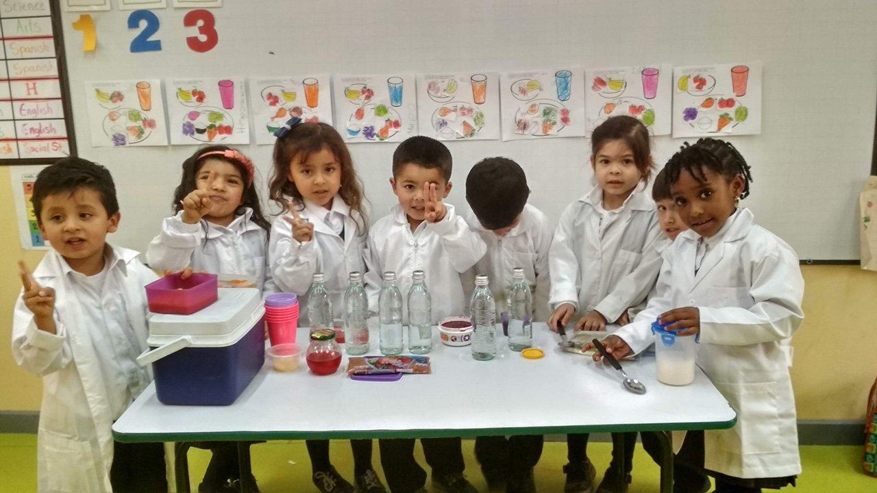 Niños en proyecto del Colegio Bilingue Hispanoamericano Conde Ansurez